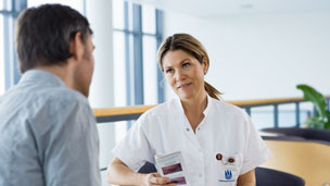Ostomate talking to a nurse